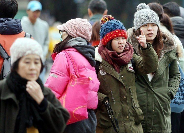 週末大陸冷氣團報到,北台灣低溫下探攝氏12度。 聯合報系資料照片