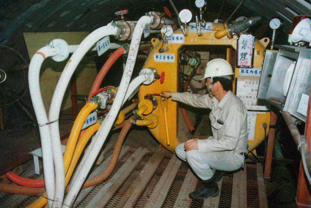 板橋線CP262標全套買進新店線CH221標的減壓設備,採用相同的減壓工法。然而...