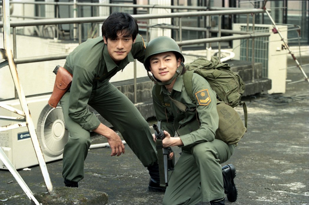 電影「號角響起」,戎裝小天王金城武(左)和蘇有朋(右)。 報系資料照