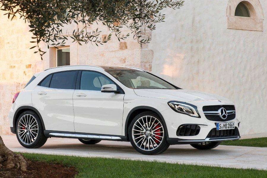 2016 年 Daimler 戴姆勒汽車集團每部車的淨利潤為美金 $5,000 元(折合台幣約 15.2 萬),與另一德系車廠 BMW 差不多。圖為 Mecedes-Benz GLA 45。 摘自 Mecedes-Benz