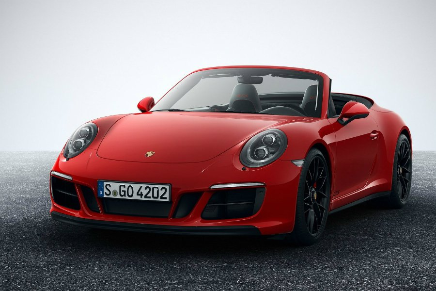 Porsche 於 2016 年共賣出超過 23.8 萬輛, 每部淨利潤可達美金 $17,520(折合台幣約 52.5 萬)。圖為 2018 Porsche 911 GTS。 摘自 Porsche