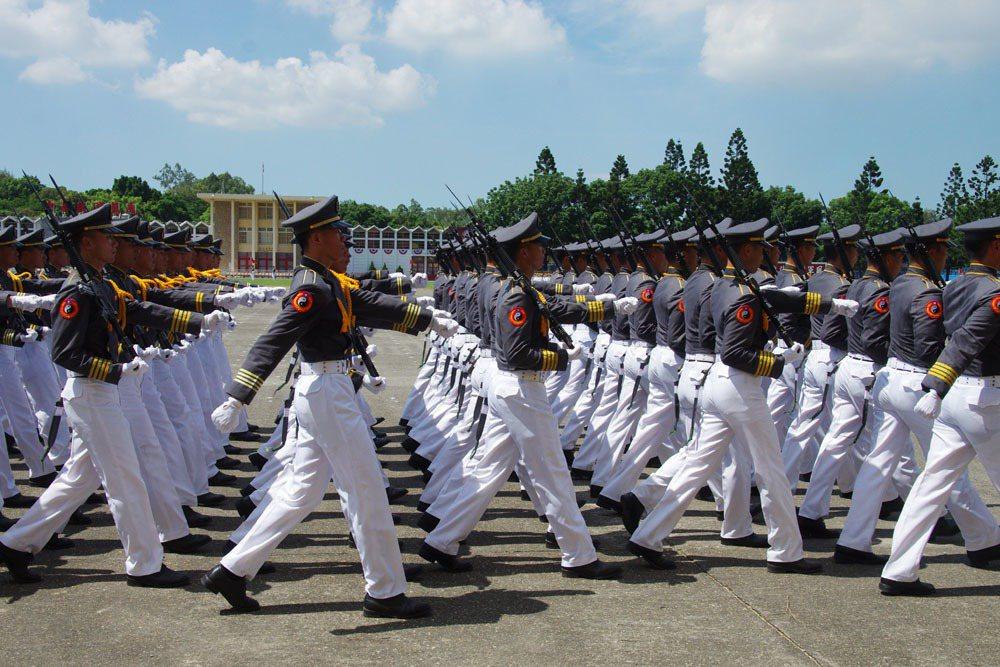 軍服英姿煥發,是許多人心中憧憬的制服。 聯合報系資料照