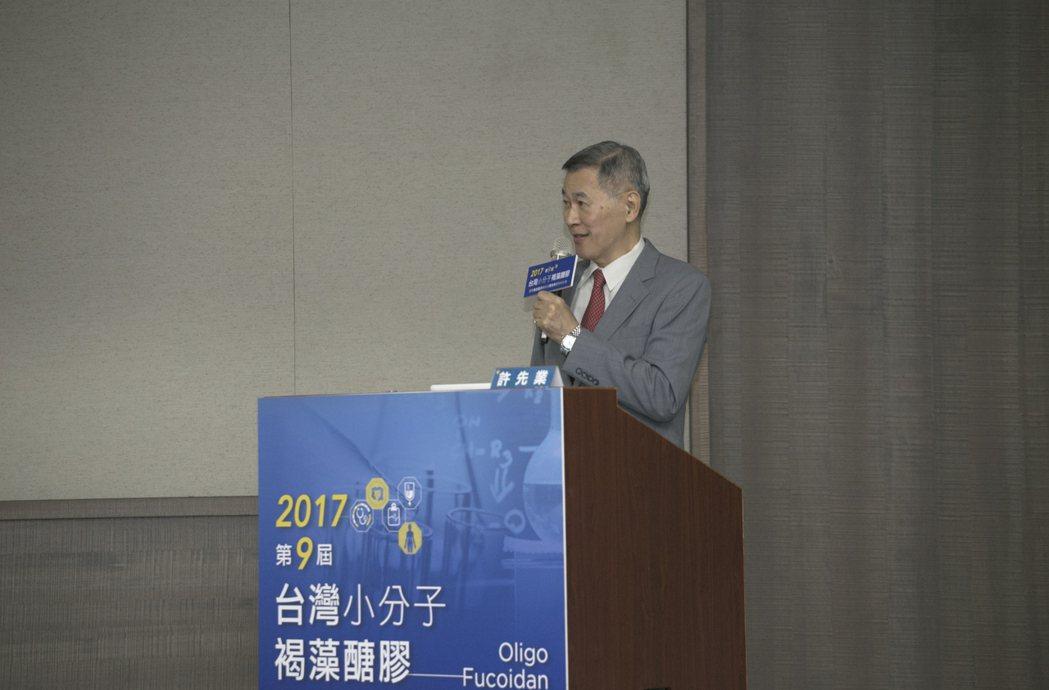 陽明大學醫學生物技術研究所許先業教授。台灣褐藻醣膠發展學會/提供