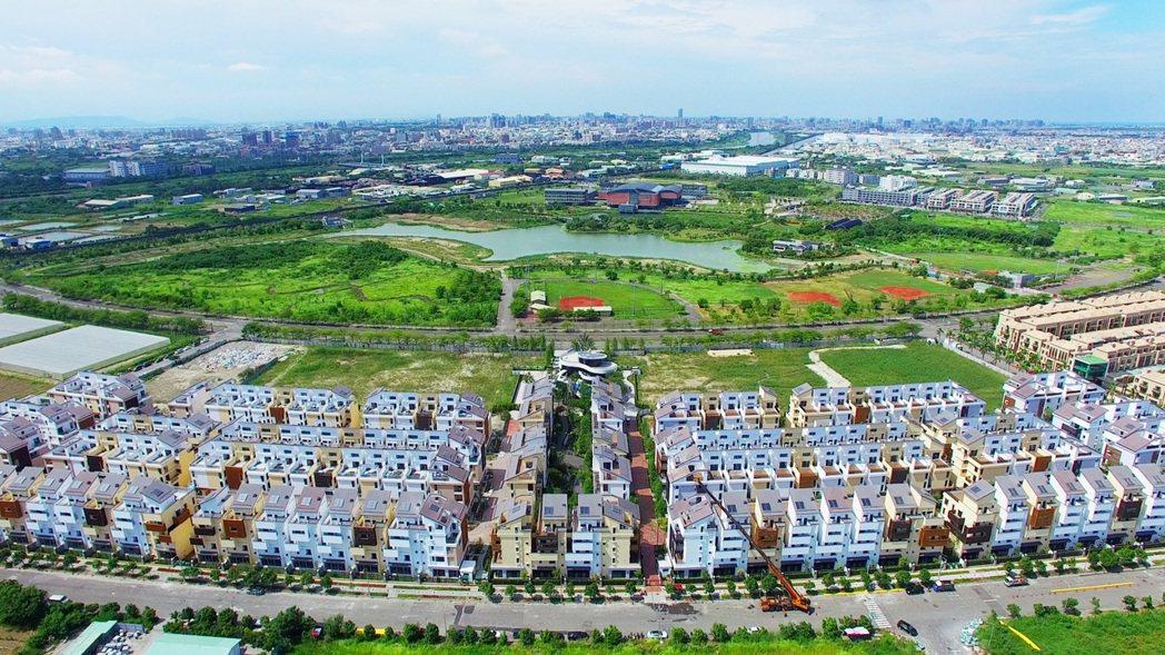 國揚「翡翠森林」坐北朝南,基地面對台南歷史博物館15萬坪綠地。 圖片提供/國揚建...