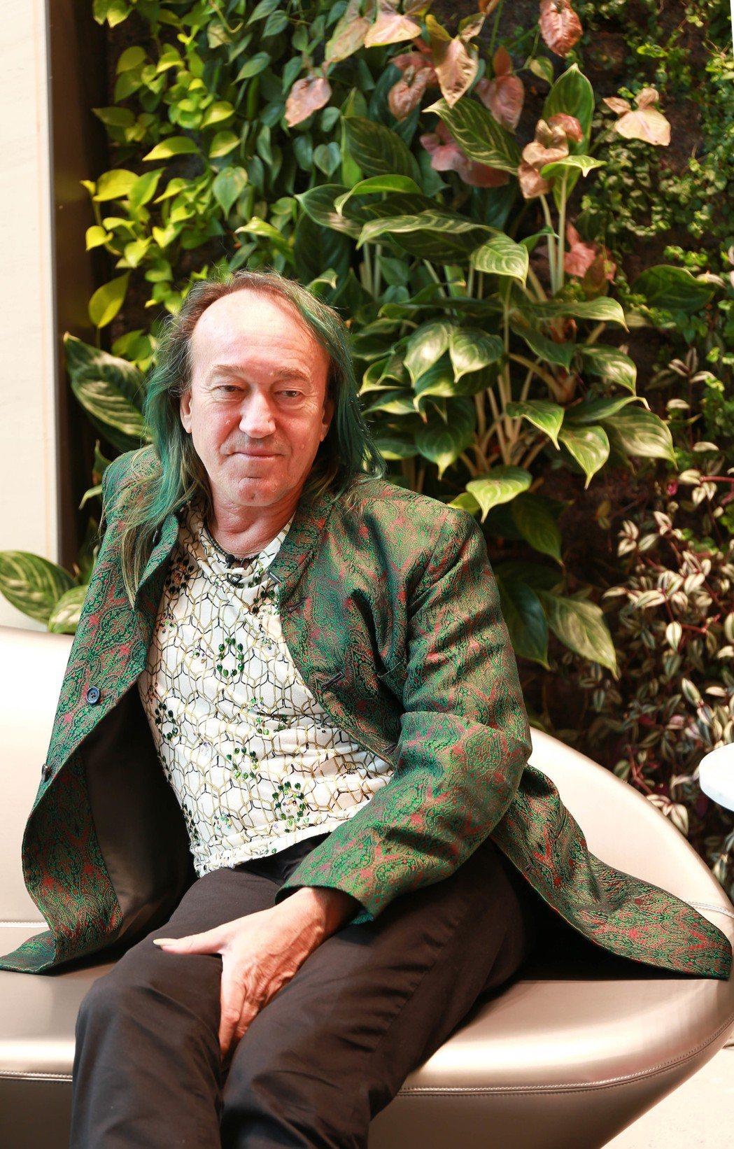 垂直花園發明家法國綠先生 Patrick Blanc為「高雄HH」設計兩座垂直花...