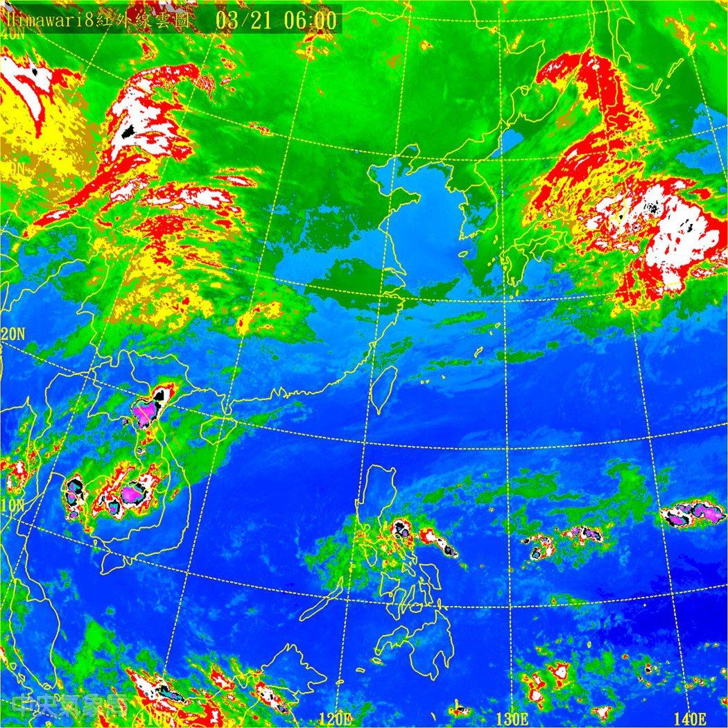 北部海面雲量增多,部分雲層因東北風而在迎風面堆積,背風面新竹以南,雲層就比較少。...