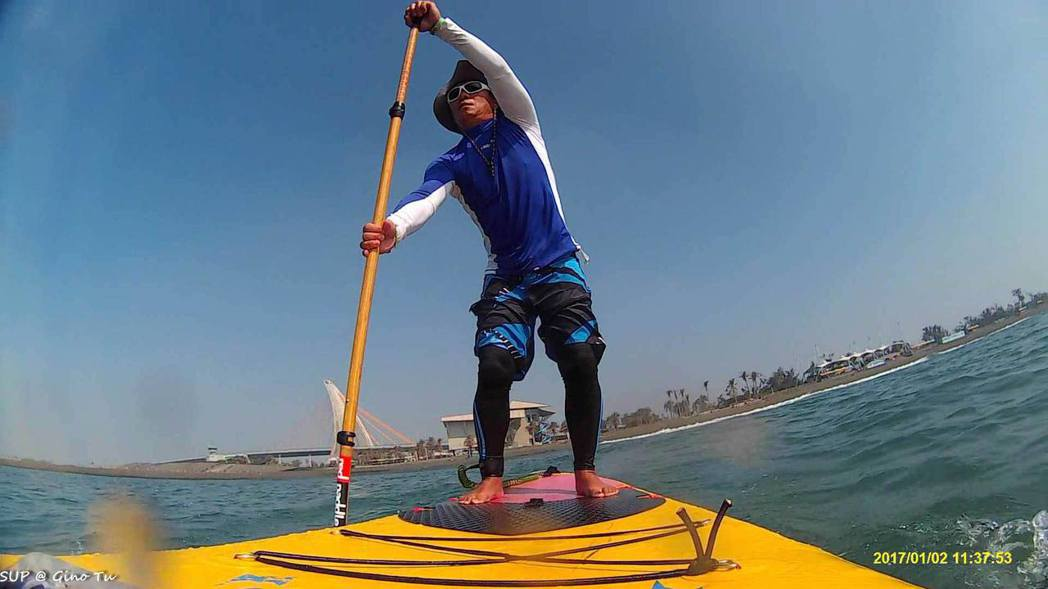 4月份的大鵬灣遊艇帆船系列活動,這次新增SUP(立式單槳衝浪)競賽。圖/大鵬灣青...