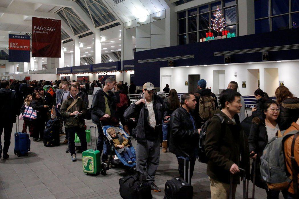 誤機是指遊客因為搭機手續問題、錯過時間,或因旅行證件不符合規定等原因,未能按照票...