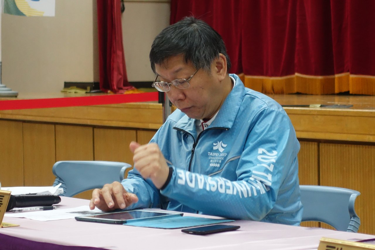客委會主委李永得遭警方盤查事件持續延燒,台北市長柯文哲今出席市政行動會議,會後受...