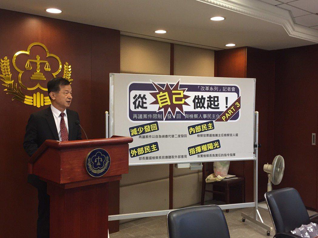 法務部長邱太三表示,即日起再議案發回僅限一次