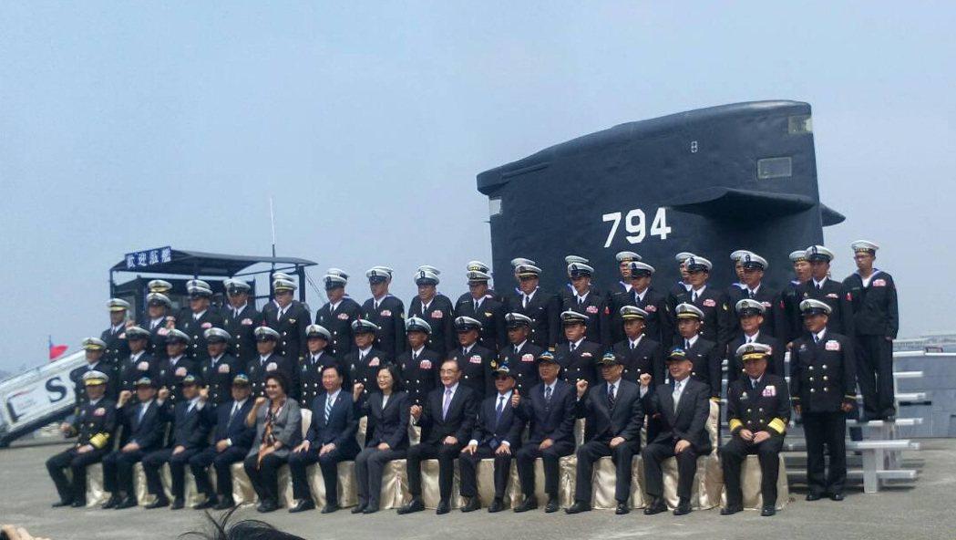 海軍司令部上午表示,海軍106年敦睦遠航訓練支隊啟航歡送暨潛艦國造設計啟動及合作...