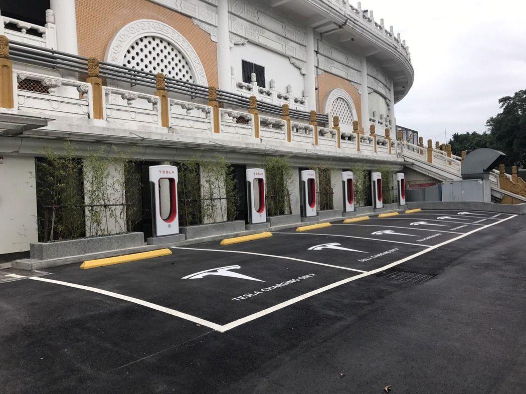 東元電力事業部與特斯拉合作,於花博公司建置六座充電站,提供更方便的服務。圖/東元...