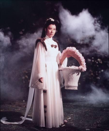 汪明荃雖是邵氏「圓月彎刀」女主角,卻在台灣不得掛名。圖/摘自HKMDB