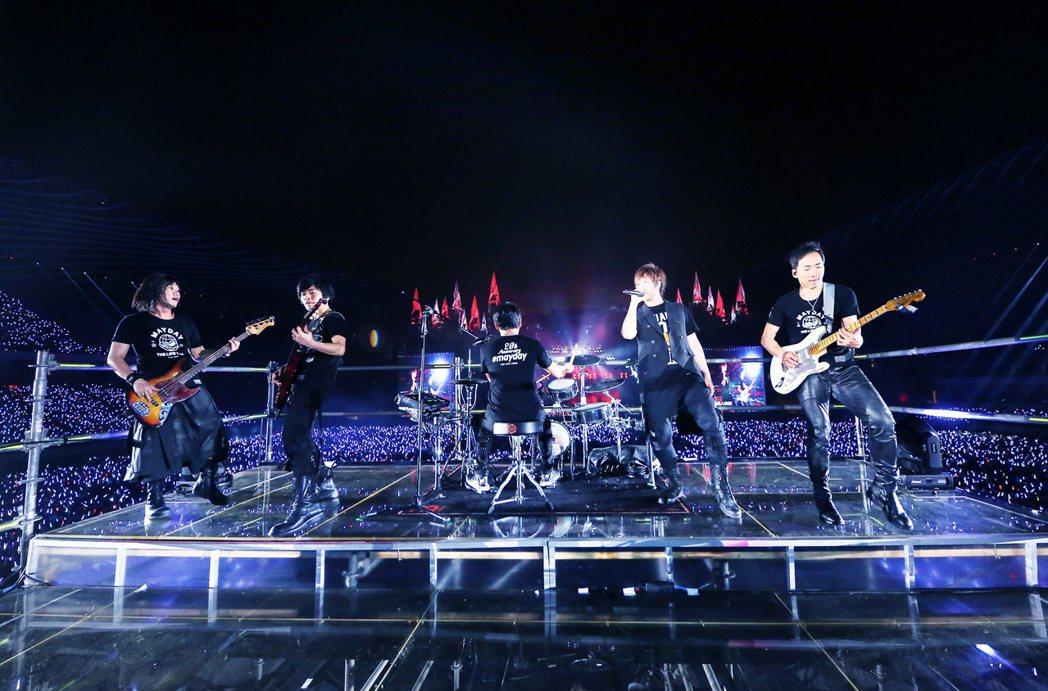五月天21日完成高雄最終場演出。圖/相信音樂提供