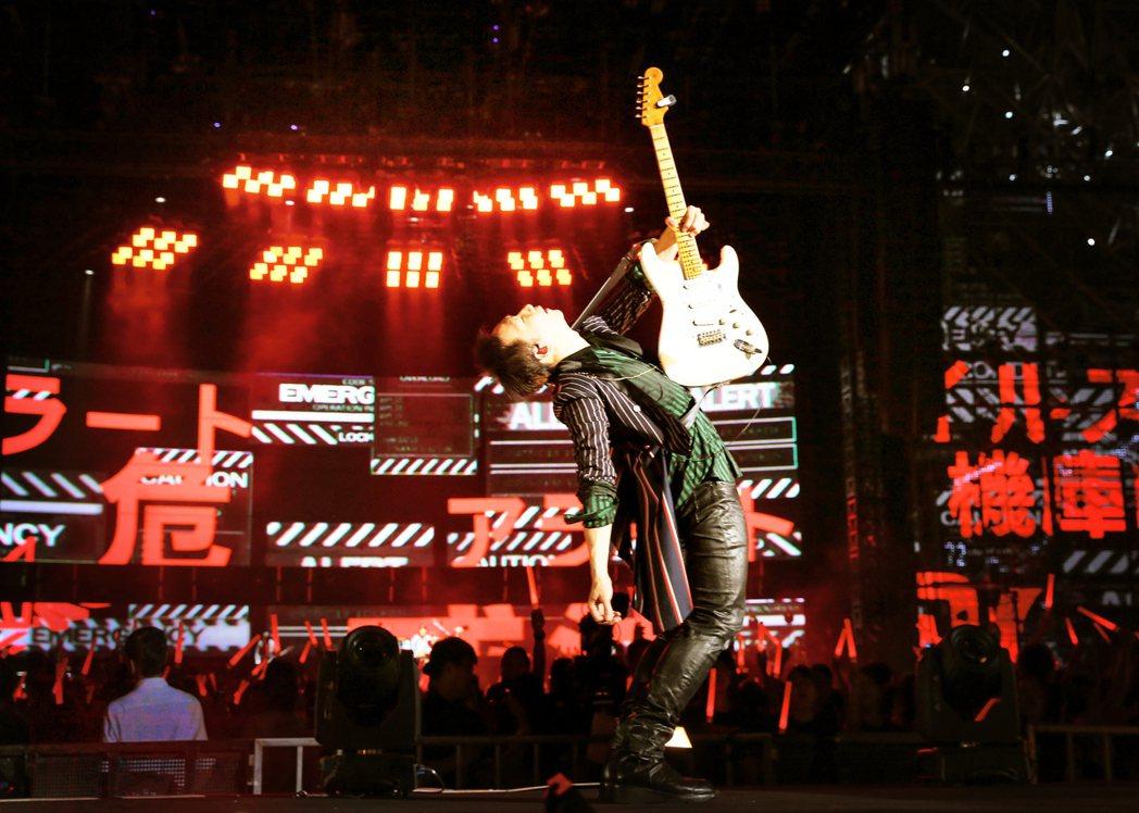 五月天21日完成了LIFE「人生無限公司」高雄站最終場。圖/相信音樂提供
