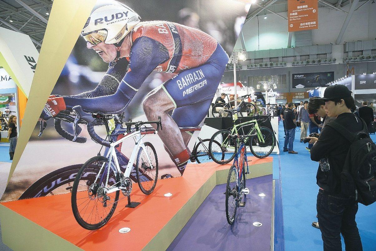 台北國際自行車展開幕,共吸引1115家廠商參展,蔡英文總統出席開幕。 記者曾吉松...