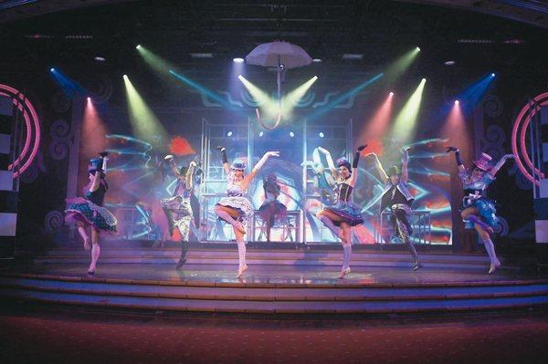 麗星郵輪寶瓶星號「紅心皇后」原創歌舞劇。