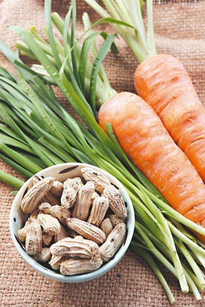 對抗春困,可補充韭菜、花生、胡蘿蔔等富含維他命B群的食物。 聯合報系資料照