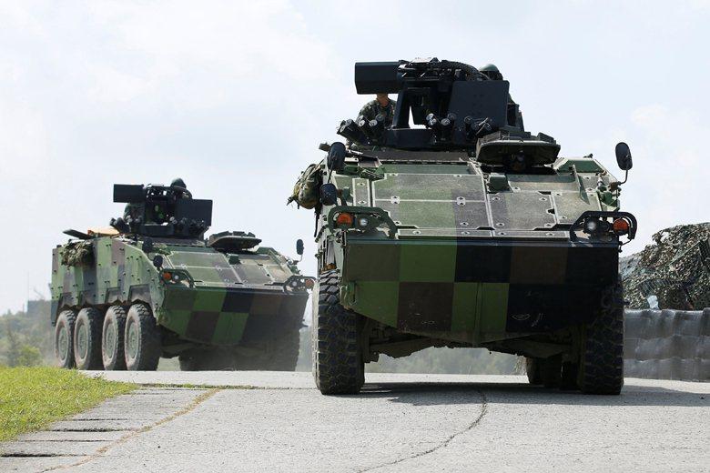 我國地面部隊的火力很難與解放軍的裝甲部隊抗衡,基層野戰防空及反裝甲火力更有很大的改善空間。 圖/路透社