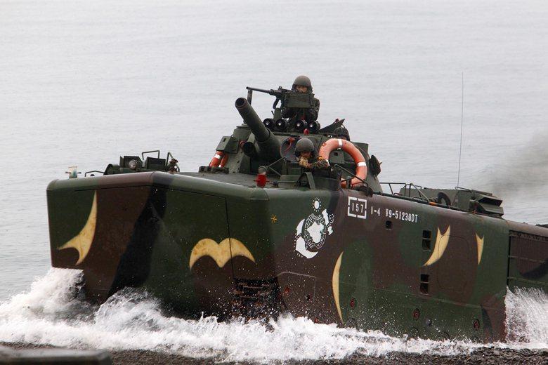圖為兩棲突擊登陸戰車LVT-H6。 圖/路透社