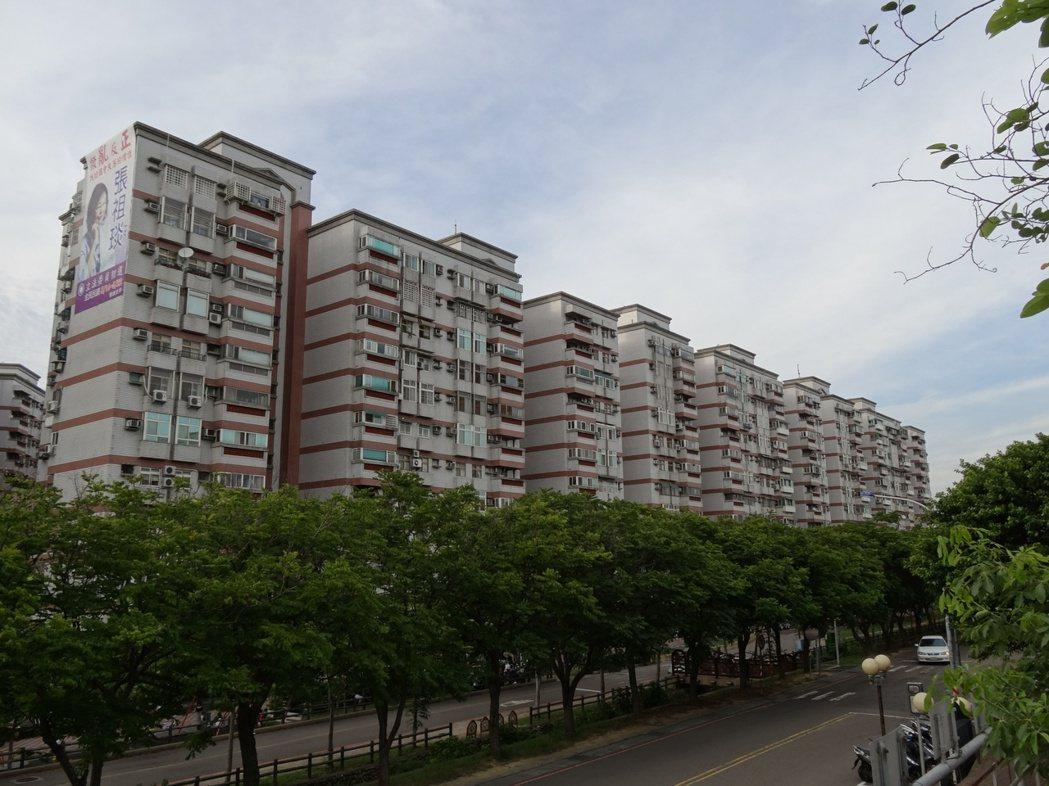 「公學新城」雖是超過15年屋齡的國宅,而超強生活機能、優質學區及鄰近清大、交大最...