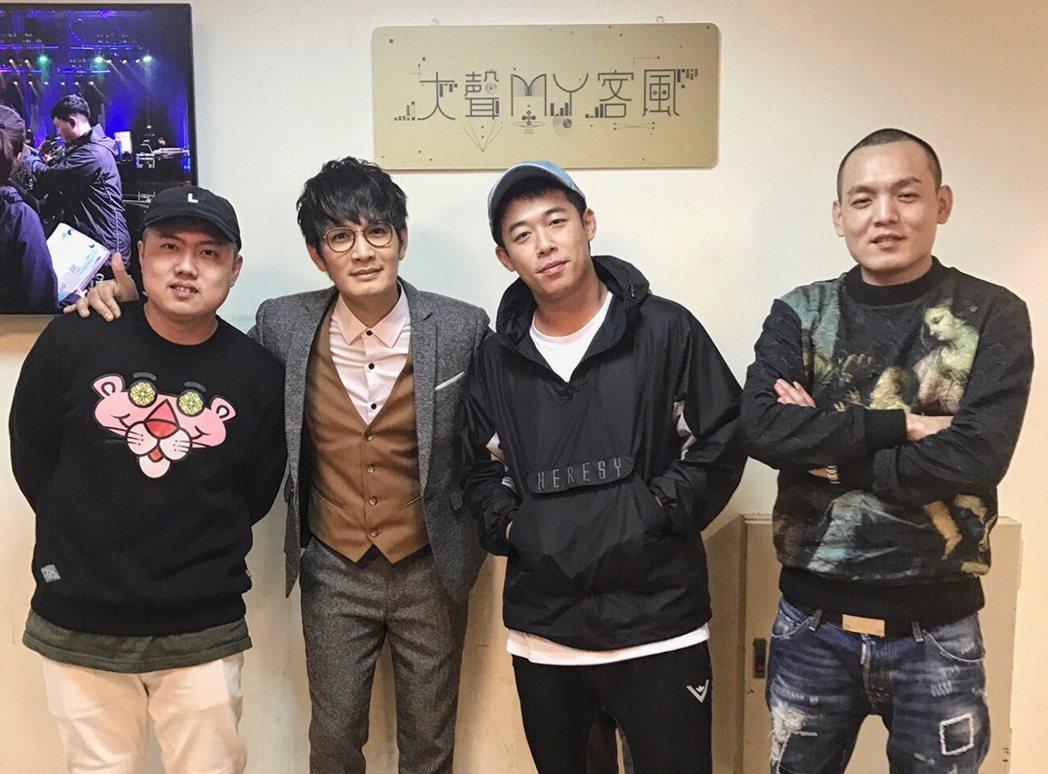 羅文裕(左二)邀請玖壹壹上客家電視台節目。圖/上行娛樂提供