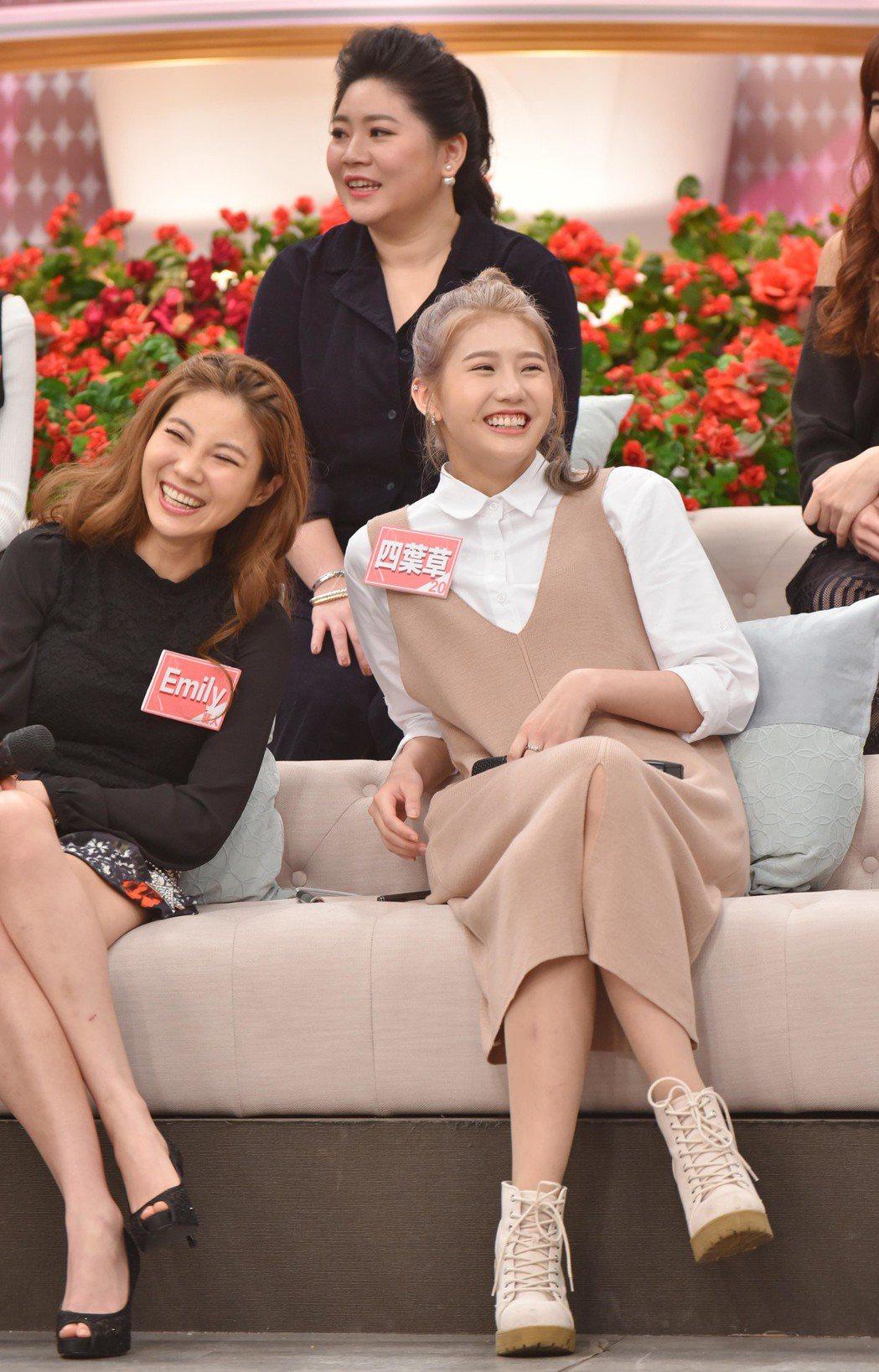 四葉草(右)上衛視中文台「女人234」。圖/衛視中文台提供