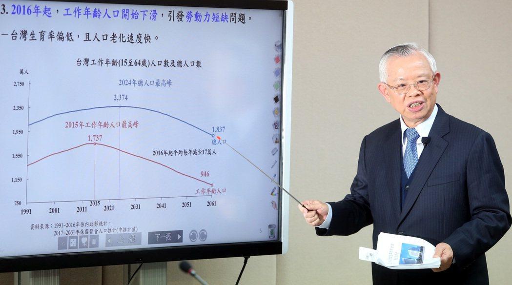 面對外匯市場的波動,央行總裁彭淮南表示,心平氣和去面對任何困難,都會迎刃而解。 ...