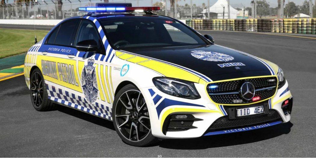 澳洲維省警方添購的 Mercedes-AMG E43 Sedan 巡邏車,採用 3.0 升 V6 雙渦輪增壓引擎,最大馬力為 396 匹/53 公斤米。 摘自 Carscoops