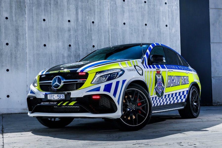 在新的一年中,澳洲維省警察將以 Mercedes-AMG E43 Sedan 作為高速公路巡邏車,取代先前服役的 Mercedes-AMG GLE63 Coupe。圖為澳洲維省先前服役的 Mercedes-AMG GLE63 Coupe。 摘自 Carscoops