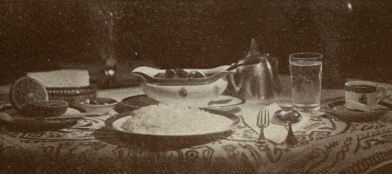 從明治晚期到大正初期,咖哩飯名列「三大洋食」之一,成為日本大城市中,流行的市民美...
