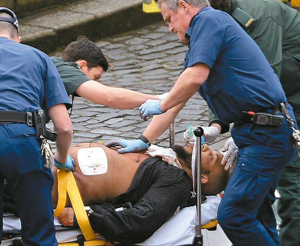 疑似嫌犯闖入國會區刺殺員警後遭擊斃。 美聯社