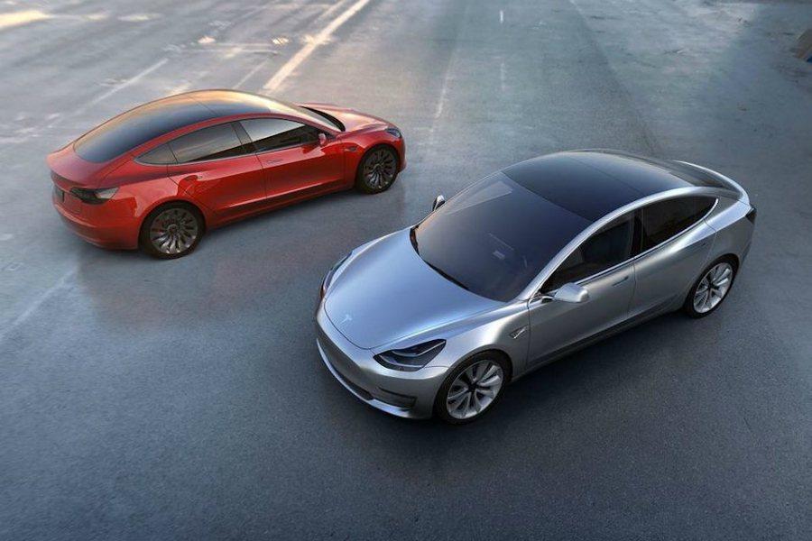 Tesla 執行長 Elon Musk 曾對外承諾 Model 3 將於 7 月交車,但有部分人士對此持保留態度。 摘自 Tesla