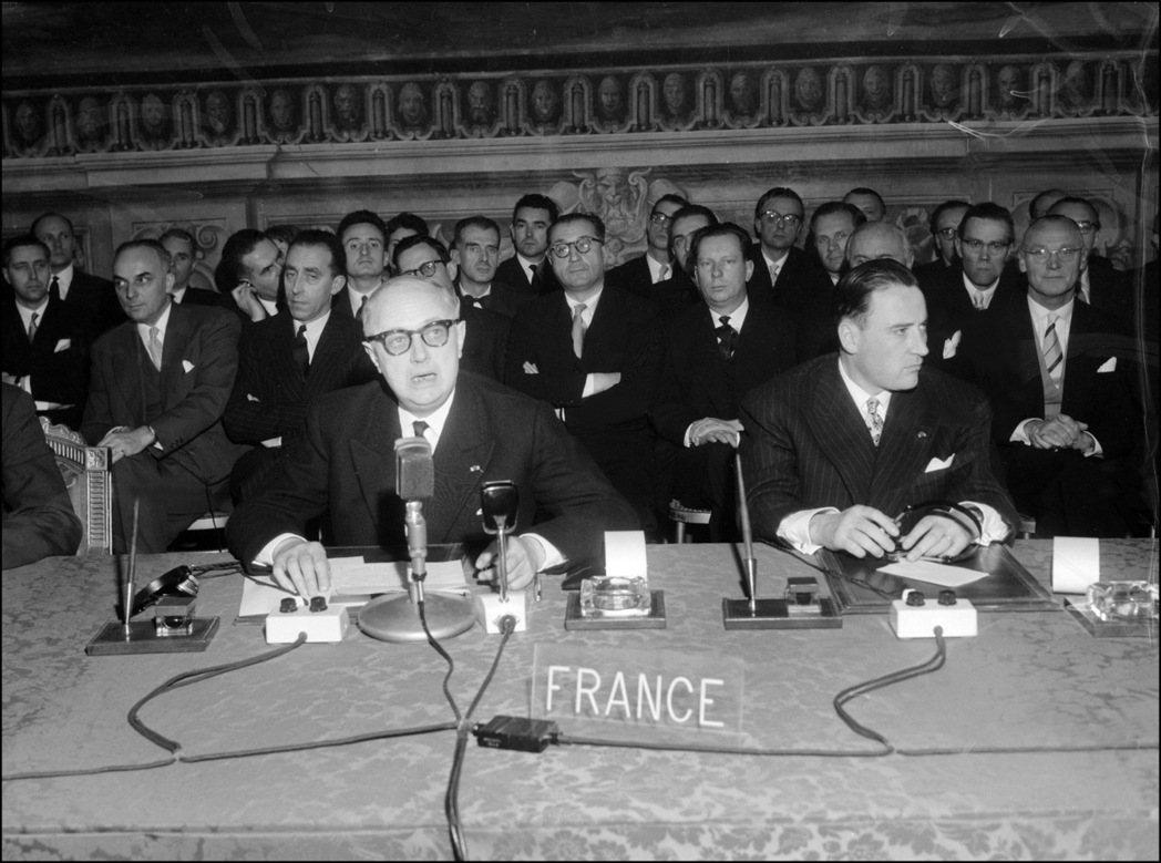 梅西納精神催生出的《羅馬條約》,於1957年3月25日為歐洲開啟了歷史新頁。圖為...