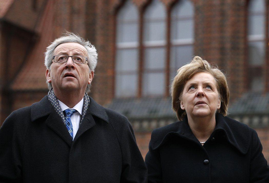 素有「歐洲政壇長青樹」之稱的執委會主席容克(左)無力推行政策,一度萌生辭官返鄉的...