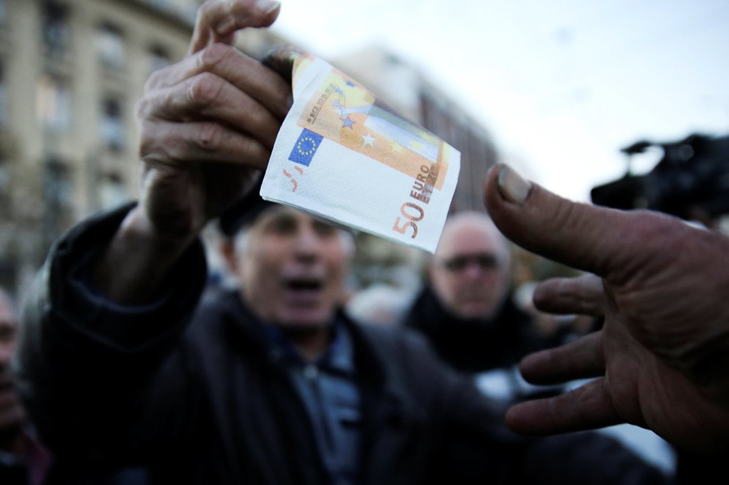 流通於歐元區內的歐元,在2002年正式發行取代國家貨幣,歐洲經濟統合運動自此達到...