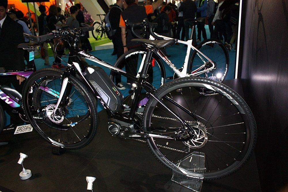 為女性騎士設計的Aimez E+電動自行車。 記者林和謙/攝影