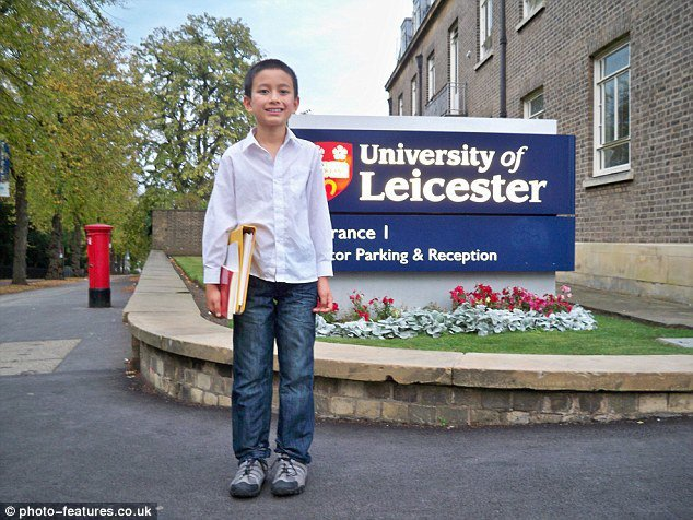 14歲當英國大學最年輕數學講師 他被讚「人類計算機」
