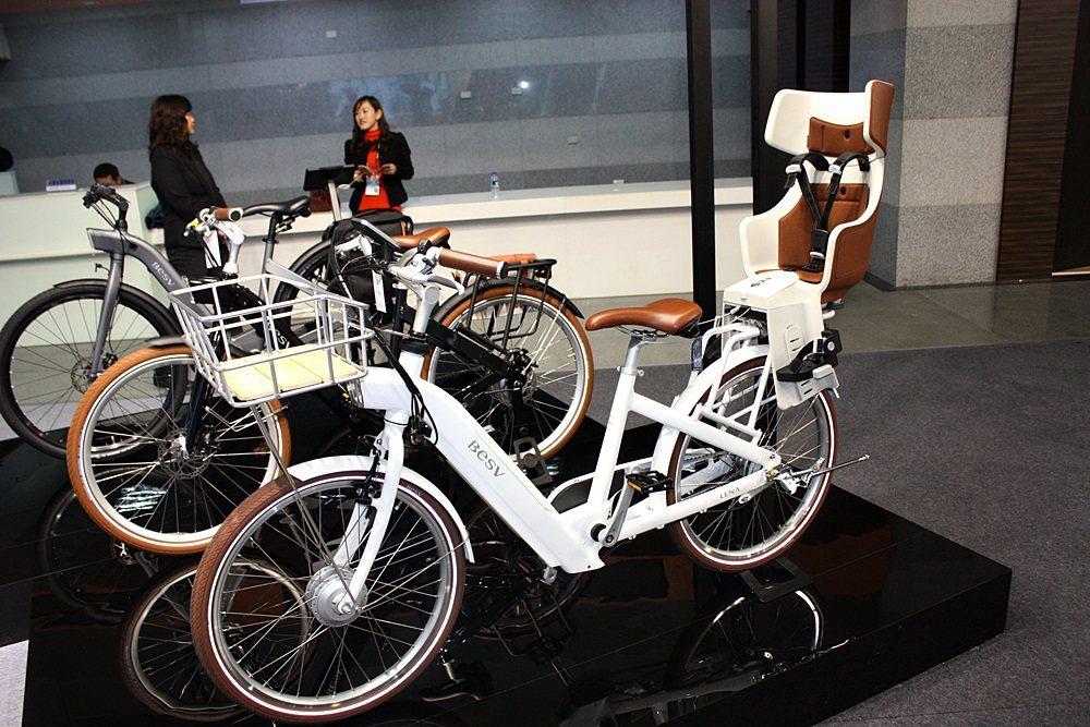 現場展示CF1車款,後方可裝置兒童座椅。 記者林和謙/攝影
