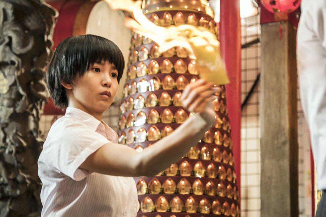 郭書瑤在「通靈少女」展現作法儀式,有模樣樣。圖/HBO提供