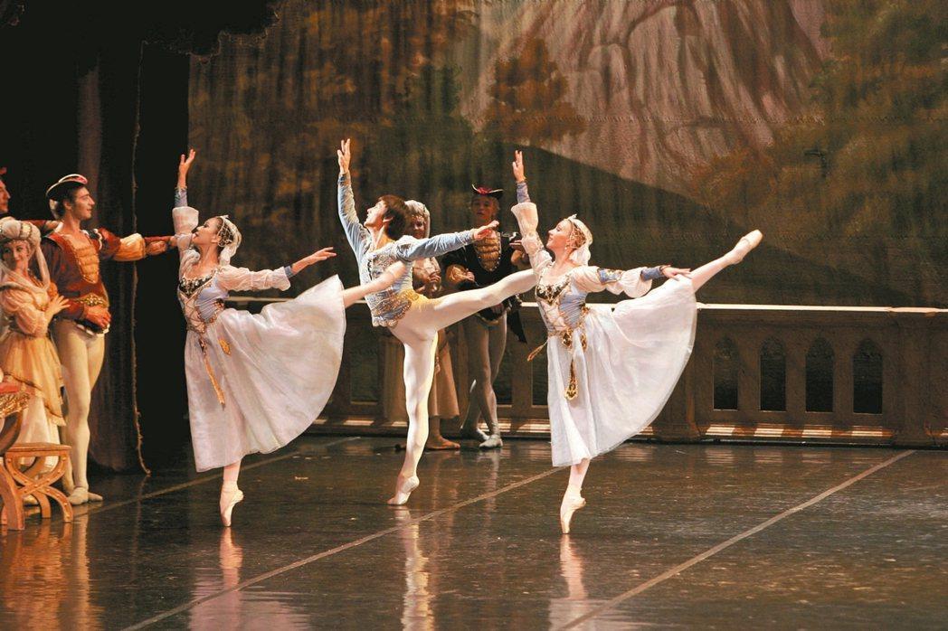看表演聖彼得堡芭蕾舞團《天鵝湖》劇照。 圖/聯合數位文創提供