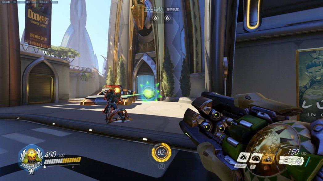 小引力彈無法拉動被炸彈鼠夾子夾住的敵人。