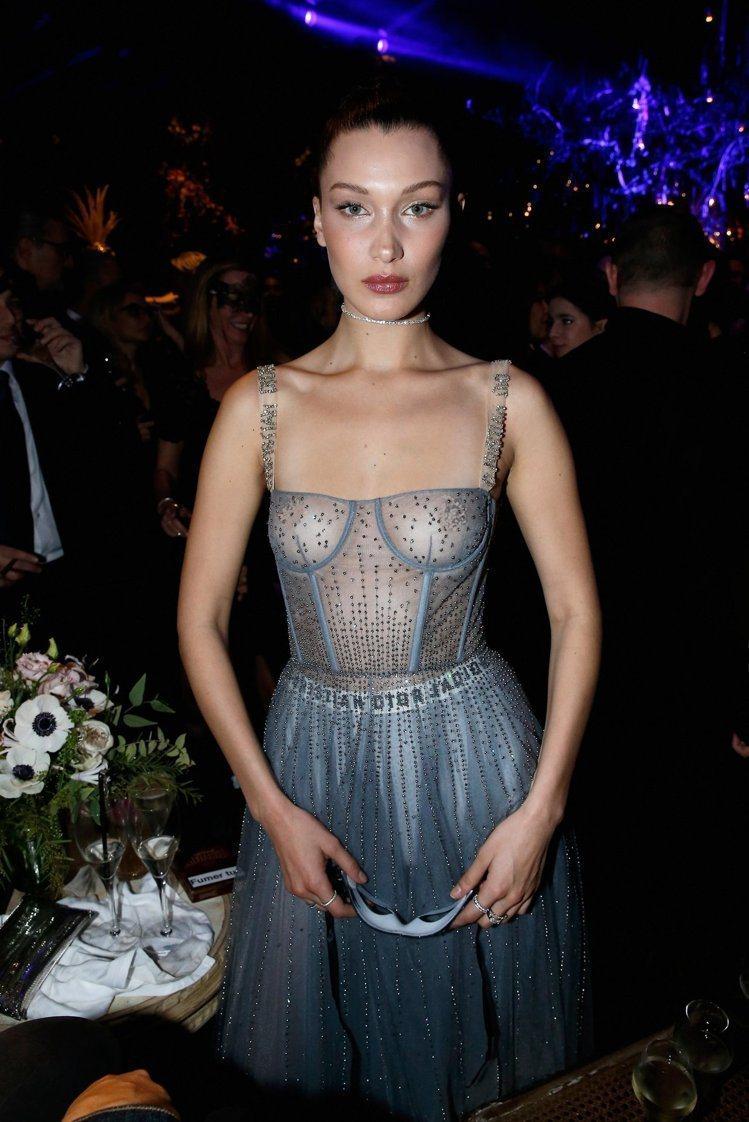貝拉哈蒂德(Bella Hadid)。圖/Dior提供