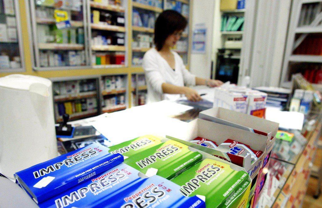 新加坡允許開放醫療用途的口香糖進口,在符合醫藥法規的規範下,由牙醫師或藥師提供給...