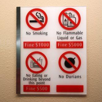 禁煙、禁可燃物、禁飲食、禁榴槤。