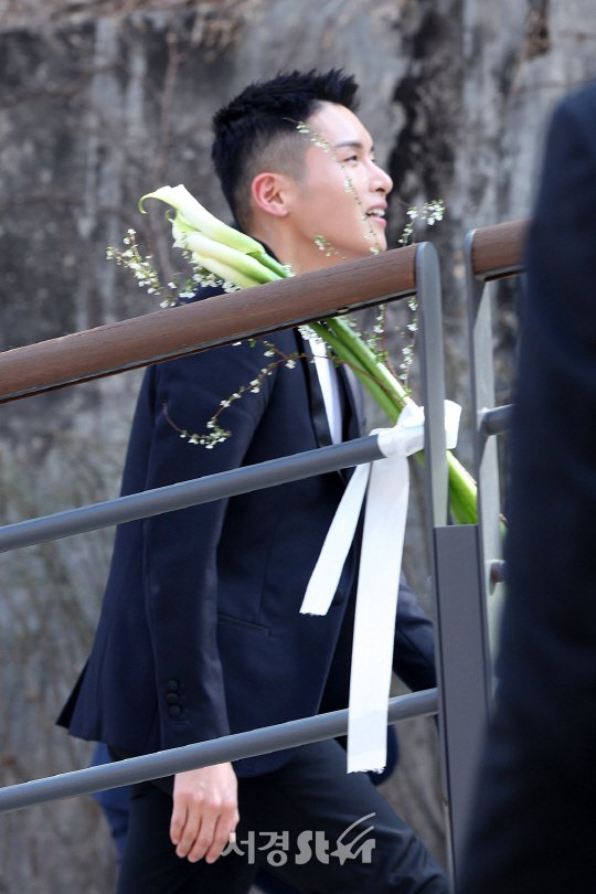 SJ厲旭當兵休假見偶像,低調快閃。 圖/擷自sedaily。