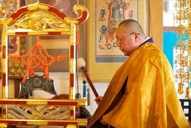 傳統手機不捨丟 日本人拿去廟裡超渡