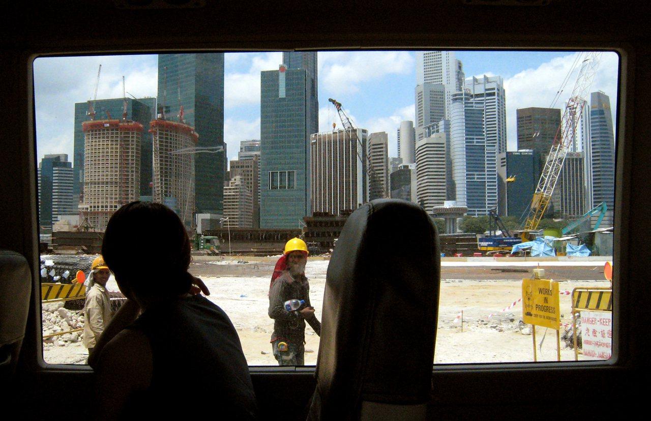 """新加坡好好拆:""""这个政府很恶劣的,说要拆掉你的房子就拆掉的,不需要沟通,也没有要..."""