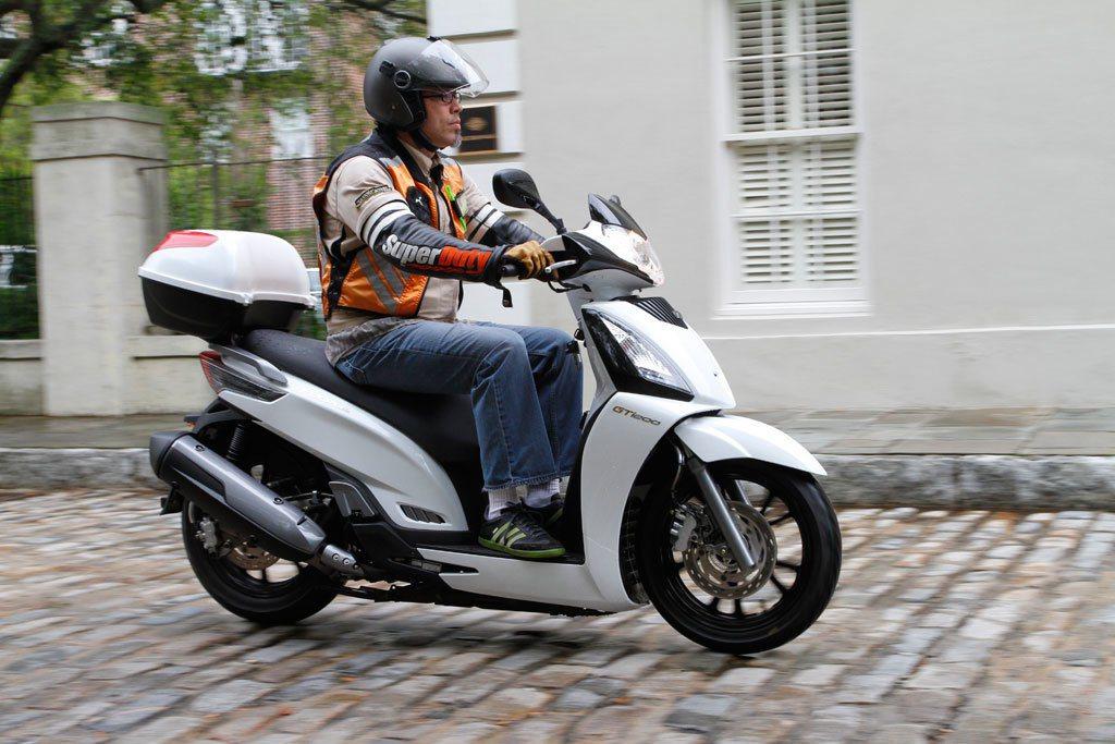 西班牙騎士騎著台灣品牌的機車。 圖片來源/ Motocycle