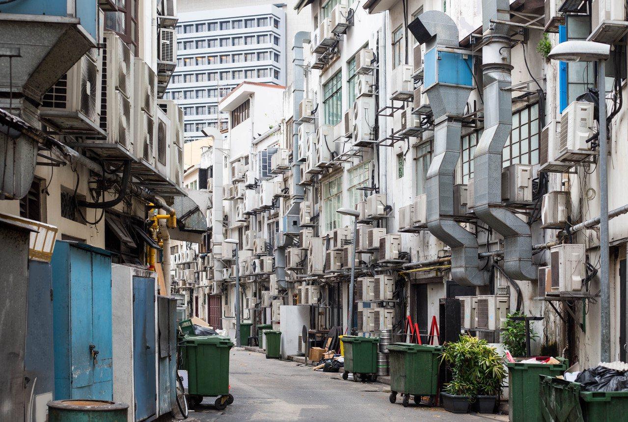 """冷气之都:""""因为如果没有空调,热带工人工作时间会大大缩短,新加坡的生产力亦会下降..."""